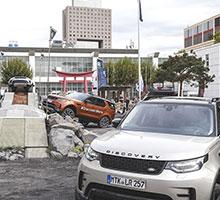 Zwischen 150 Tonnen Stein und 350 Pflanzen erleben IAA-Besucher die echte Land Rover Experience