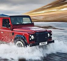 Die Legende Defender lebt: Land Rover feiert mit V8-Edition der Allrad-Ikone den 70. Markengeburtstag